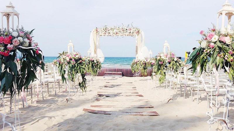 Tiệc cưới bãi biển - Địa điểm siêu lý tưởng cho cặp đôi ngày cưới