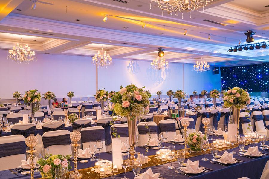 """Dịch vụ đặt tiệc cưới - Tuyệt chiêu giúp bạn trang trí bàn tiệc cưới """"đẹp miễn chê"""""""