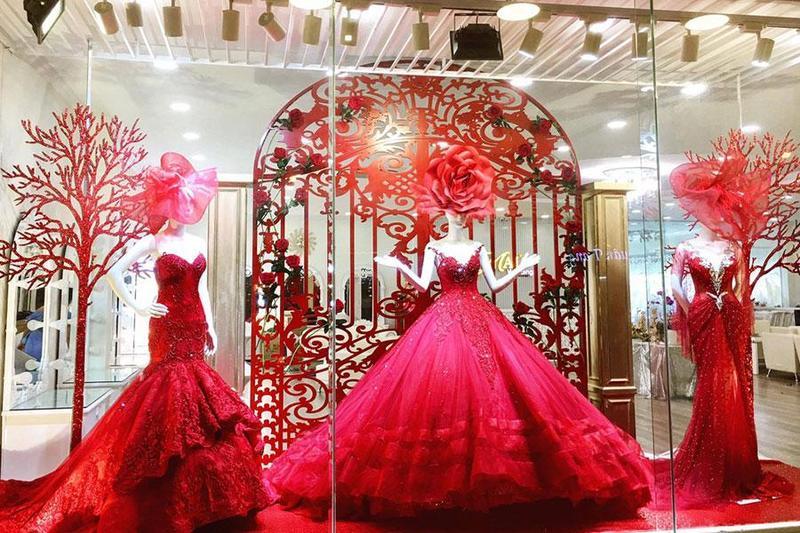 """Tổng hợp những mẫu váy cưới màu đỏ đẹp khiến mọi nàng dâu """"điên đảo"""" - Đặt tiệc catering Menu24h"""