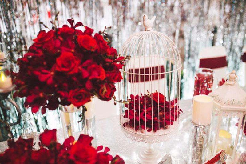 Tổ chức tiệc cưới theo tone màu đỏ rực rỡ